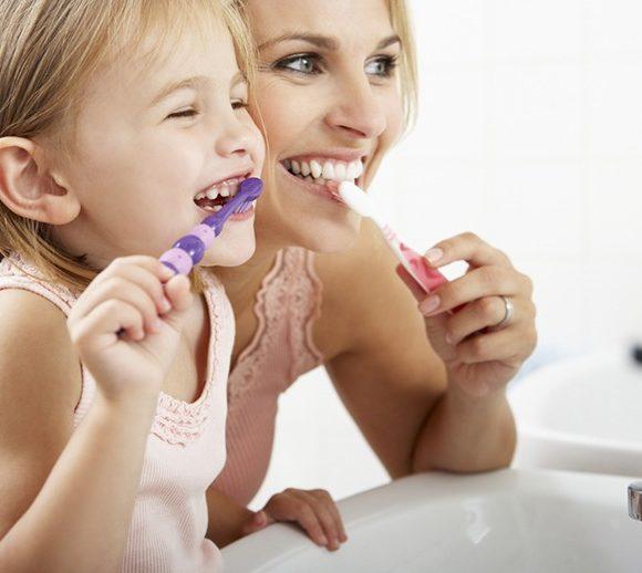 A teljes életen át tartó szájhigiénia gyermekkorban kezdődik