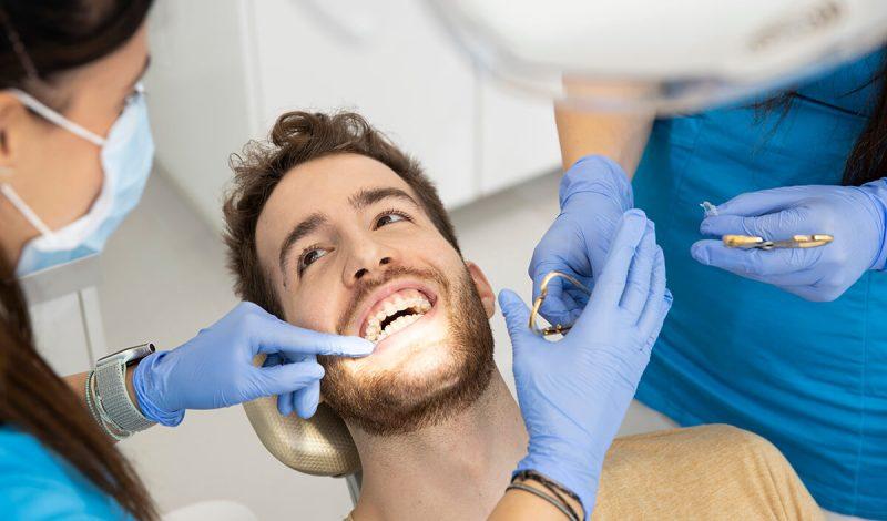 Porcelán fogszabályzó